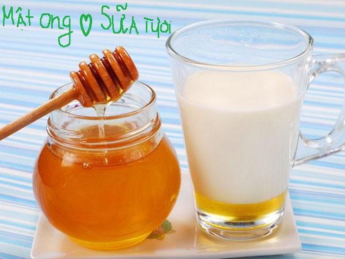 Mặt nạ mật ong và sữa tươi giúp dưỡng ẩm cho da