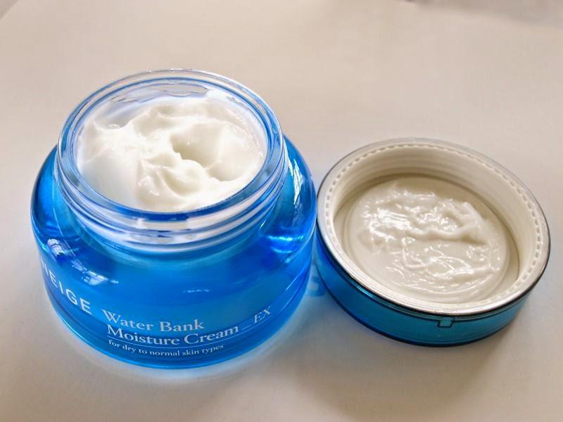 Sản phẩm có mùi thơm rất nhẹ nhàng giúp bạn thư giãn làn da
