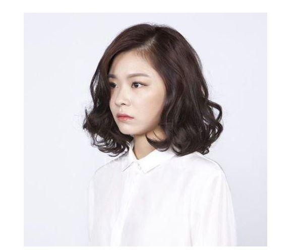 Tóc ngắn uốn đuôi nhẹ Hàn Quốc