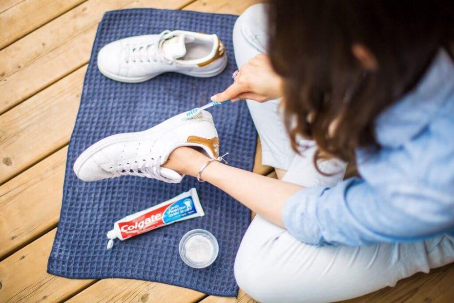 vệ sinh giày bằng kem đánh răng 23 1024x683