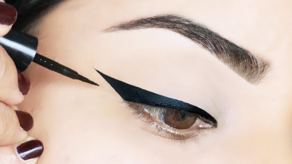 Eyeliner trở thành điểm nhấn của đôi mắt