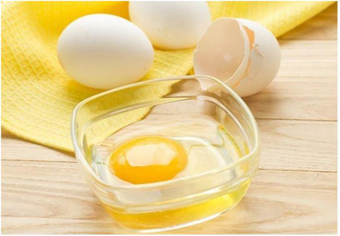 Lòng trắng trứng cũng giúp canh bớt mặn