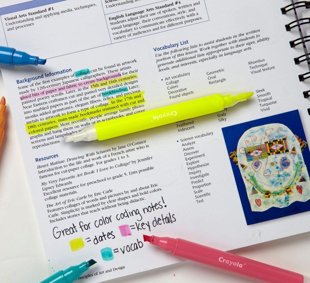 Nên chuẩn bị sẵn một cây bút dạ quang và highlight lại những chi tiết ấn tượng.