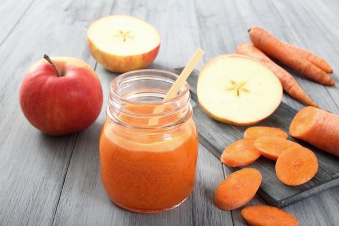 Nước ép cà rốt, táo thơm ngon bổ dưỡng