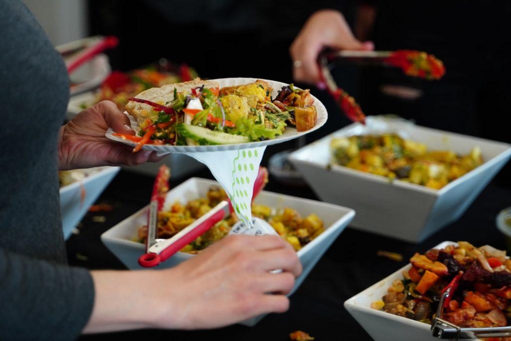 Giữ văn hóa văn minh khi đi ăn Buffet