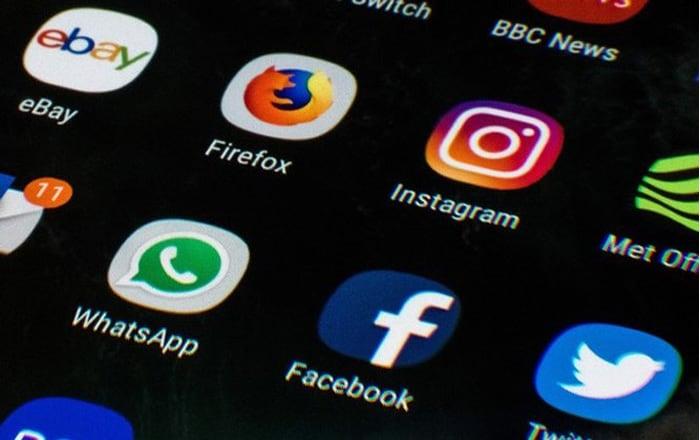 Kiểm tra tin nhắn trên mạng xã hội